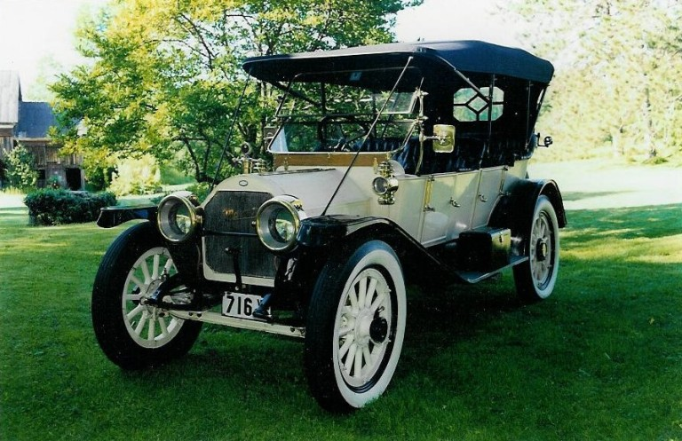 1912 Suburban - Owned by Chic and Arlene Kleptz